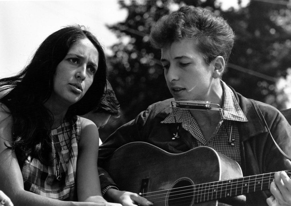ボブ・ディラン(Bob Dylan)の生い立ちと初期の音楽活動!